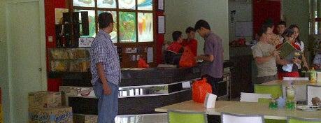 Ayam Tulang Lunak Hayam Wuruk is one of Food Channel - BSD City.
