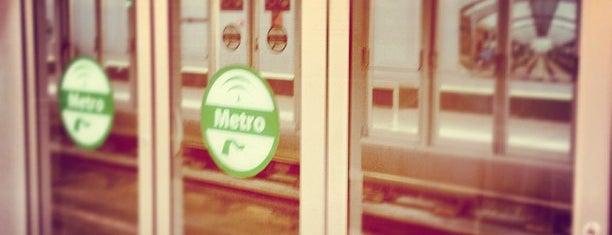 METRO Nervión is one of Metro de Sevilla - Línea 1.