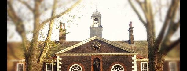 Geffrye Museum is one of Steampunk London.