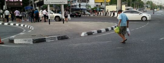 Kaset Intersection is one of ถนน.