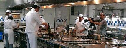Le Cordon Bleu Dusit Culinary School (โรงเรียนสอนการประกอบอาหาร เลอ กอร์ดอง เบลอ ดุสิต) is one of Bkkfatty Cooking Schools.