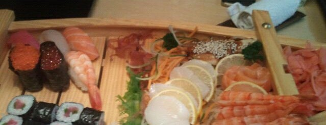 Zheltoe More is one of Sushi. Kyiv. Японская кухня.