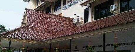 Kantor Kecamatan Kebayoran Lama is one of Perkantoran Pemerintah / Swasta.
