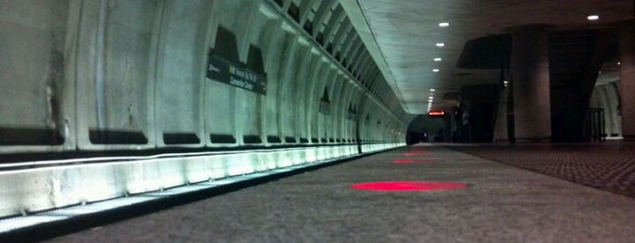 Mt Vernon Sq 7th St-Convention Center Metro Station is one of WMATA Red Line.