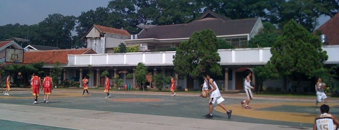 Lapangan Basket SMAN 2 Bandung is one of Must-visit Great Outdoors in Bandung.