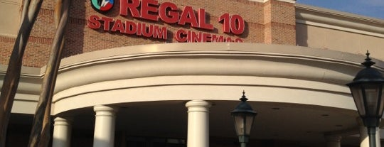 Regal Cinemas Perimeter Pointe 10 is one of Cool Paces.