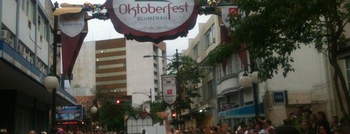 Desfiles da Oktoberfest is one of Blumenau Top Spots.