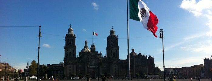 Plaza de la Constitución (Zócalo) is one of Mis lugares en México DF.