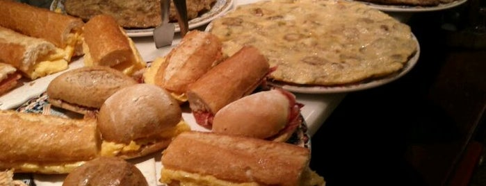 La Taronja is one of Breakfast and nice cafes in Barcelona.