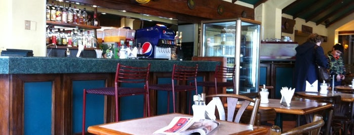 Cafe Dino's is one of Valdivia.