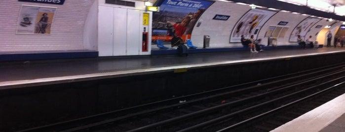 Métro Invalides [8,13] is one of Stations de metro a Paris.