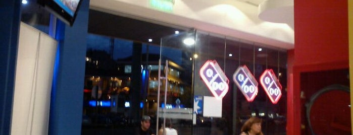 Domino's Pizza is one of Restaurantes, Bares, Cafeterias y el Mundo Gourmet.