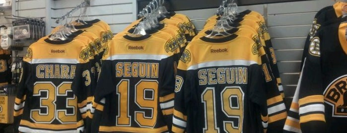 Boston Bruins Proshop is one of Loisirs.