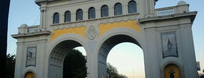 Monumento Arcos Vallarta is one of Para ver la ciudad desde las alturas.