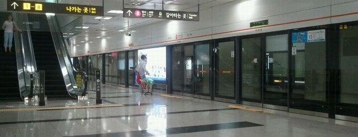 가락시장역 (Garak Market Stn.) is one of Subway Stations in Seoul(line1~4 & DX).