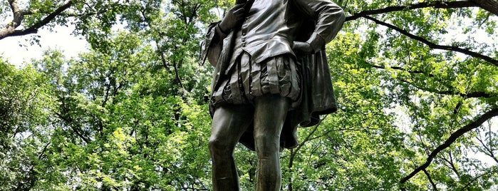 "William Shakespeare Statue is one of ""Be Robin Hood #121212 Concert"" @ New York!."