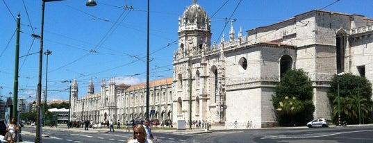 Praça de Algés is one of Passear a pé.