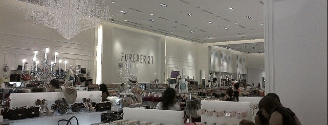 Forever 21 is one of Tiendas en PLAZA.