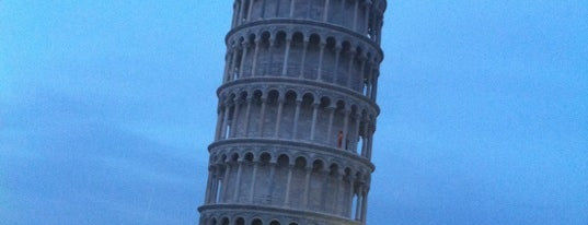 Torre di Pisa is one of The 7 WONDERS of The World.