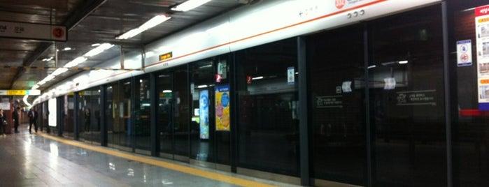 동대입구역 (Dongguk Univ. Stn.) is one of Subway Stations in Seoul(line1~4 & DX).