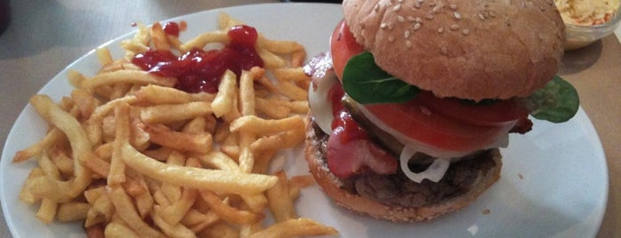 Home Burger is one of Madrid comida resacosa.