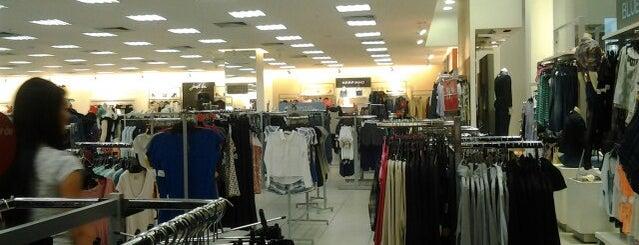Lojas Renner is one of Shopping Uberaba.