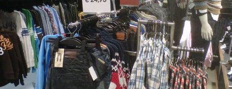 H&M is one of Winkels.