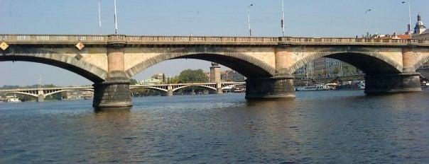 Palackého most is one of Pražské mosty.
