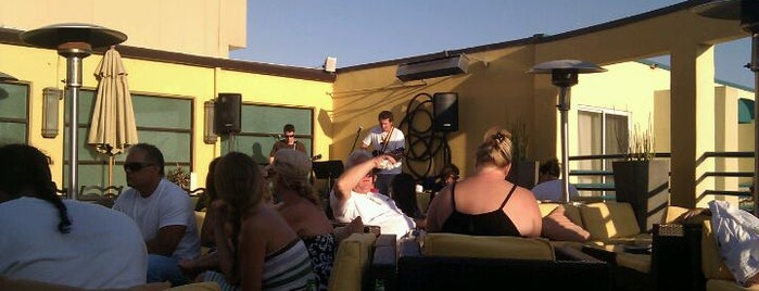Vivo Rooftop Lounge is one of Best Rooftop Bars in Los Angeles.