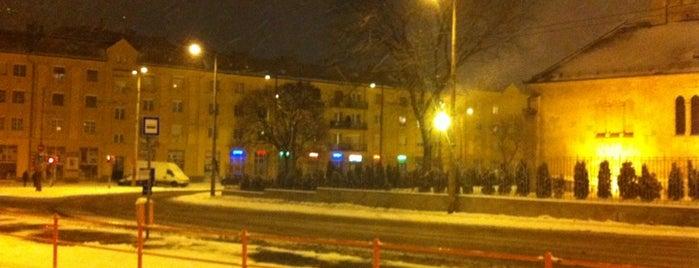 Lehel tér M (14) is one of Pesti villamosmegállók.