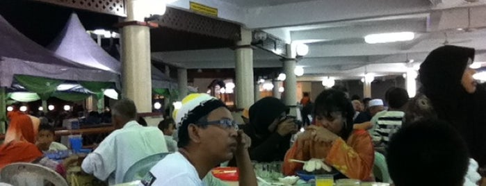 Medan Ikan Bakar Umbai-Pernu is one of Top 10 dinner spots in Muar, Malaysia.