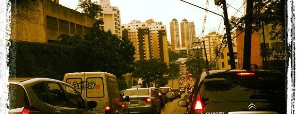 Avenida Doutor Guilherme Dumont Vilares is one of Principais Avenidas de São Paulo.
