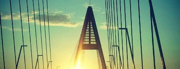 Megyeri híd is one of budapesti hidak.
