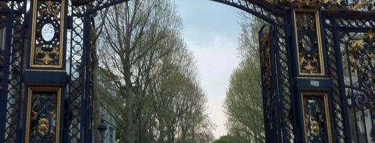 Parc Monceau is one of เที่ยวช้อปปิ้ง Paris!.