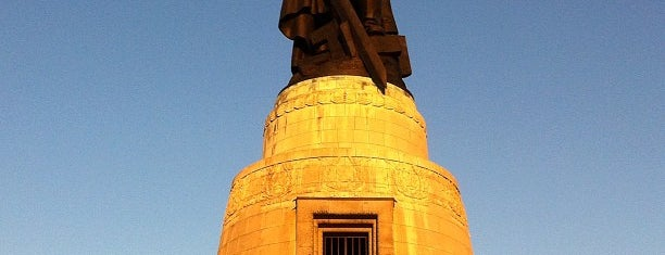 Sowjetisches Ehrenmal im Treptower Park is one of Berlin - insider travel tips.
