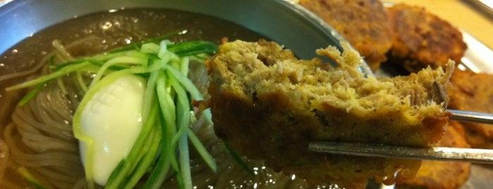옥천냉면 is one of 한국인이 사랑하는 오래된 한식당 100선.