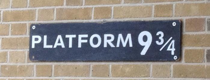 Platform 9¾ is one of Summer in London/été à Londres.