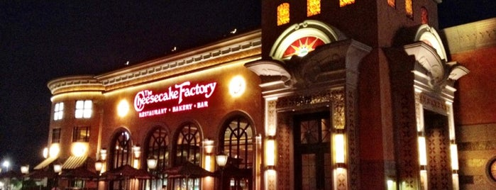 The Cheesecake Factory is one of resturauntsss.