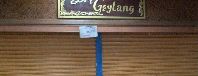 Sri Geylang Nasi Lemak is one of Makan @ Shah Alam/Klang #1.
