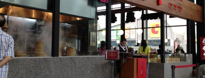Din Tai Fung (ติ่น ไท่ ฟง) 鼎泰豐 is one of Must-visit Food in Siam Square and nearby.