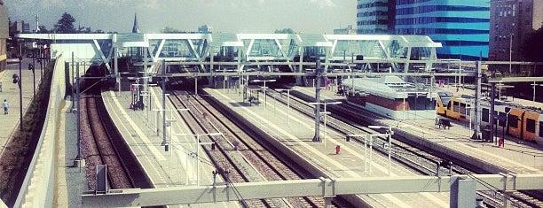 Station Arnhem Centraal is one of Public transport NL.