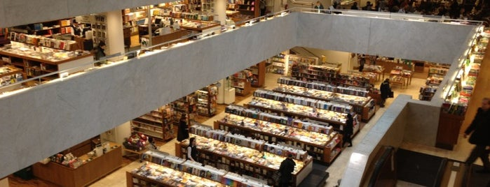 Akateeminen kirjakauppa is one of Alvar Aalto.