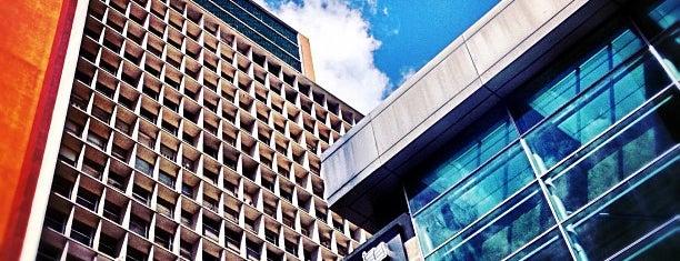 Centro Simón Bolívar is one of los mejores edificios de caracas.