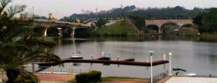 Kelab Tasik Putrajaya (Lake Club) is one of F&B.