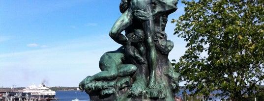 Haaksirikkoiset-patsas is one of Patsaat ja muistomerkit.