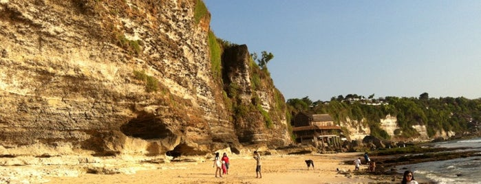 Dreamland Beach (New Kuta Beach) is one of Places to Visit in BALI.