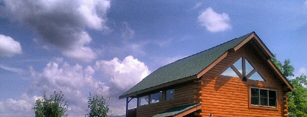 Bella Yani Rental Cabin by Cabin Fever Vacations is one of Home Theater Cabins in the Smokies.