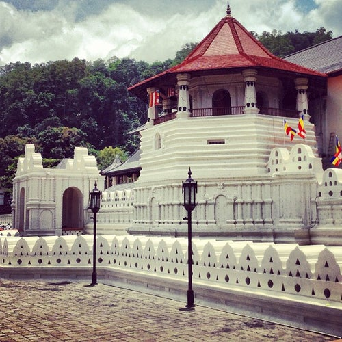 Temple Of The Sacred Tooth Relic (ශ්රී දළදා මාළිගාව)
