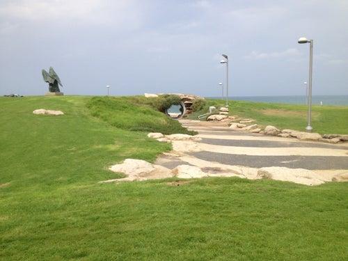 Charles Clore Beach (חוף צ'רלס קלור)