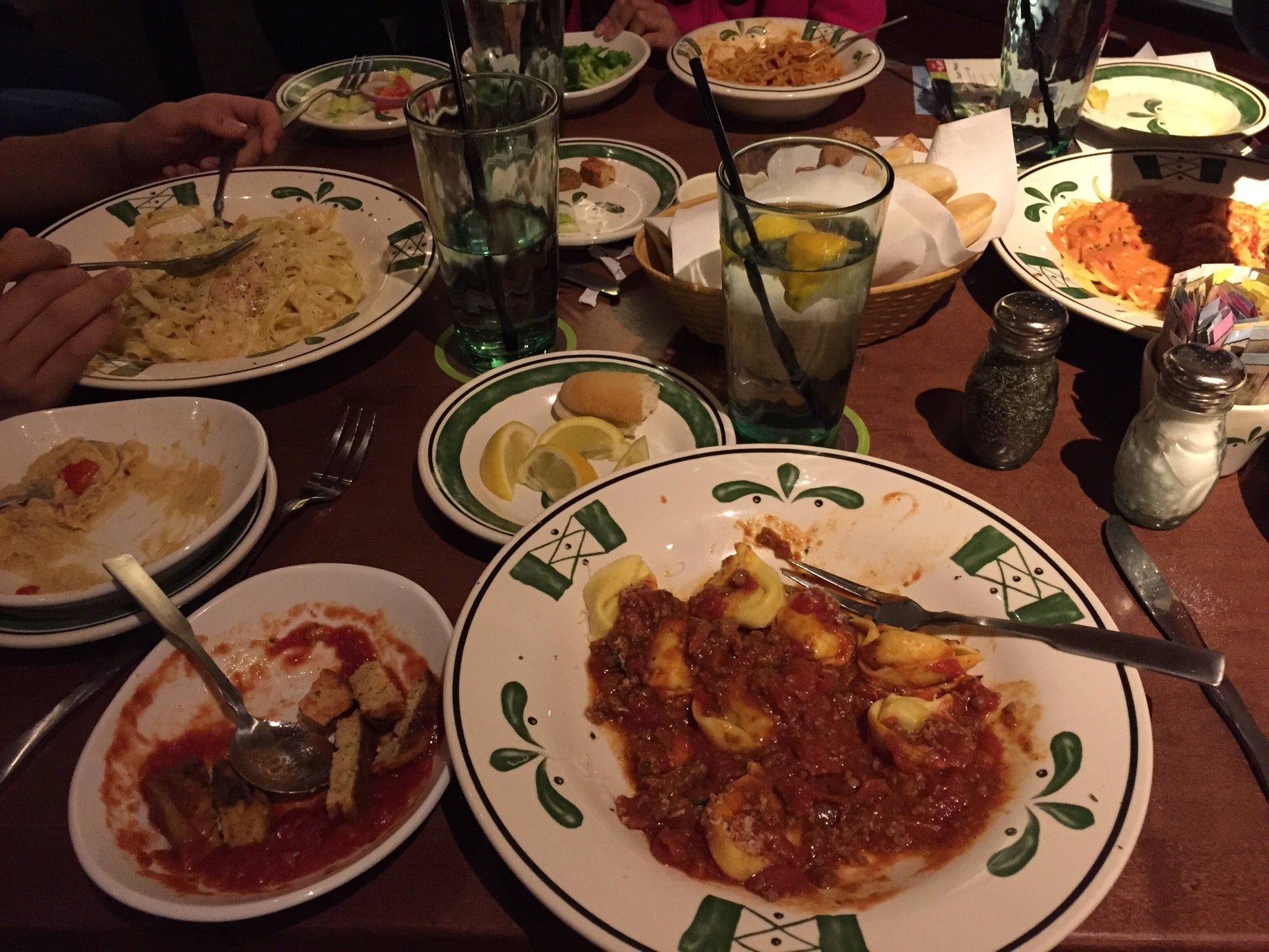 OLIVE GARDEN ITALIAN RESTAURANT,bar,dine in,italian,zagat-rated